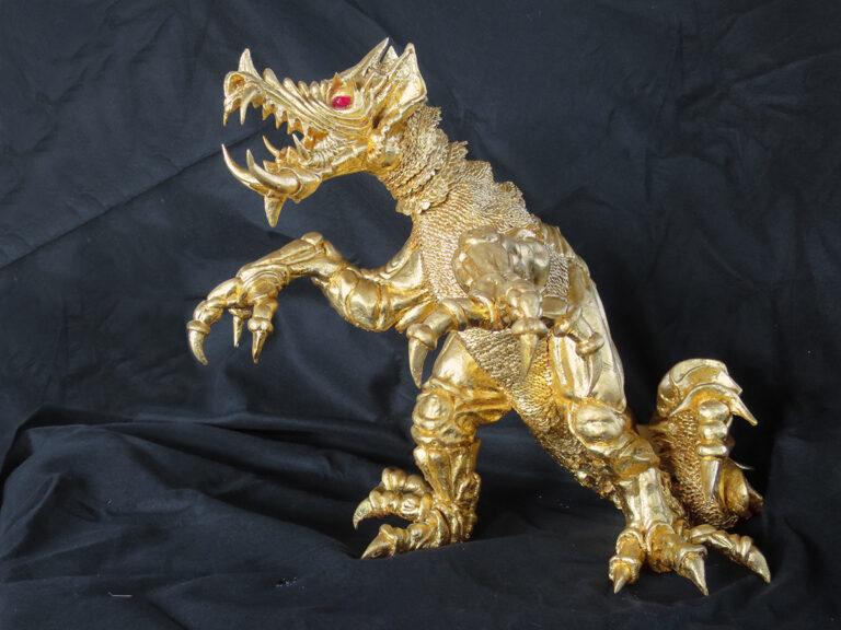 Skulptur mit Blattgold vergoldet