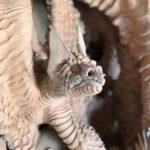 Skulptur aus gebranntem Ton - Detail kleiner Drachen